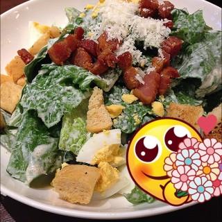 Caesar Salad - 位于ปทุมวัน的On The Table (ปทุมวัน) | 曼谷