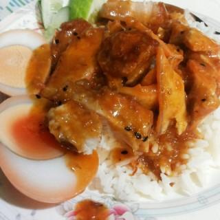 ข้าวหมูแดงหมูกรอบ - ในตลาดพลู จากร้านนายอ้า ข้าวหมูแดง (ตลาดพลู)|กรุงเทพและปริมลฑล