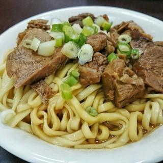 牛肉拌麵 - ใน鹽埕區 จากร้าน港園牛肉麵館 (鹽埕區)|Kaohsiung / Pingtung