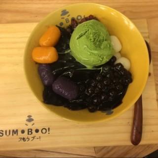 Grass jelly dessert with matcha, taro and green tea ice cream - 位於Pantai Indah Kapuk的Sumoboo (Pantai Indah Kapuk) | 雅加達