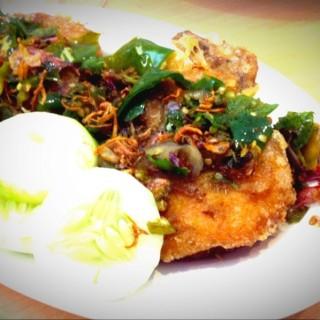 Ayam goreng cabe hijau -  dari Ayam Tulang Lunak Hayam Wuruk (Laksda Adisucipto) di Laksda Adisucipto  Yogyakarta
