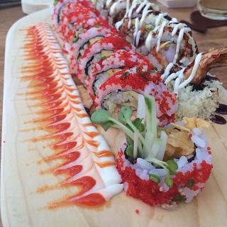 มากิโรล - 位於คลองตันเหนือ的Maki Maki Sushi Bar & Bistro (คลองตันเหนือ) | 曼谷