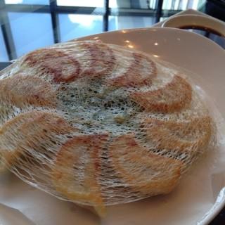 金網鍋貼 - ใน信義區 จากร้าน台北W飯店-紫艷中餐廳 (信義區)|Taipei