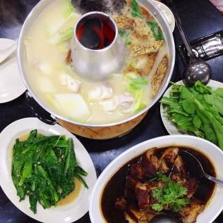 Fishhead steamboat and dishes - 位於Serangoon的黄埔街边美食(庆)鱼头炉藏室 (Serangoon) | 新加坡