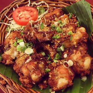 Fried Chicken -  dari Somtam Nua (ปทุมวัน) di  |Bangkok