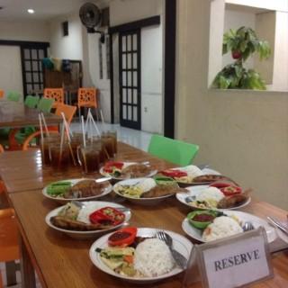 Nila Goreng , Capcay , Es Teh - 位於Kaliurang的Rumah Makan Dua Putri (Kaliurang) | 日惹