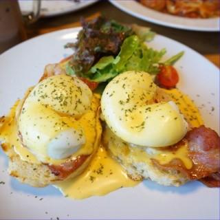 Egg Benedict - 位于คลองเตย的Chu (ชู) (คลองเตย) | 曼谷