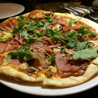 ham and mushroom pizza - ในSeputeh จากร้านItaliannies (Seputeh)|Klang Valley