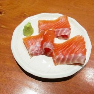 Salmon Sashimi - ในPluit จากร้านSushi Masa (Pluit)|Jakarta