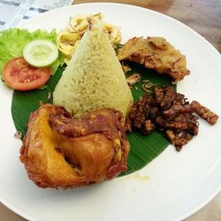 Ayam Goreng - ในMenteng จากร้านWarung Desa (Menteng)|Jakarta