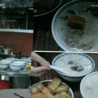 三元及第粥,皮蛋瘦肉粥 - ใน新馬路 จากร้านSam Un Loja de Canja (新馬路)|มาเก๊า