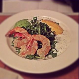Tiger prawns avocado and mango salad  - 位于คลองตัน的Karmakamet Diner (คลองตัน) | 曼谷
