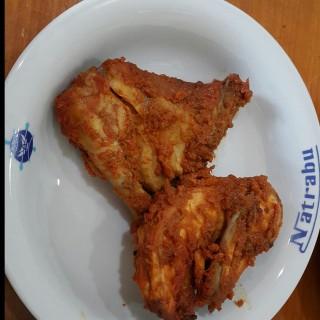 Ayam bakar - 位於Kelapa Gading的Natrabu Minang Restaurant (Kelapa Gading) | 雅加達
