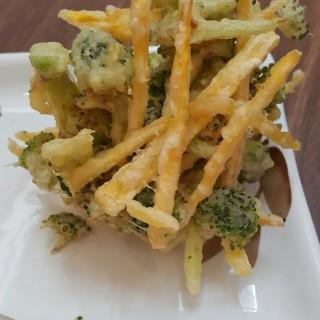 Broccoli tempura - ในKelapa Gading จากร้านMarugame Udon (Kelapa Gading)|Jakarta