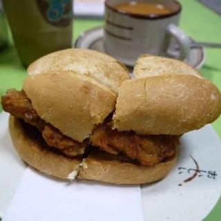 豬扒包🐷 -  dari 勝利茶餐室 (新馬路) di 新馬路 |Macau