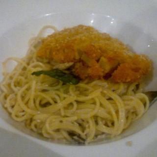 Chicken Katsu Cream Spaghetti - ในTomang จากร้านTamani Kafe (Tomang)|Jakarta