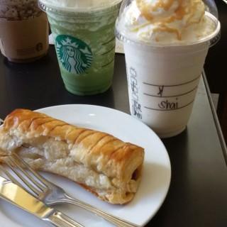 Sausage Roll, Green Tea Frapp and Vanilla Cream Frapp - North Avenue's Starbucks Coffee (North Avenue)|Metro Manila