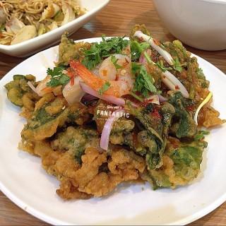 ยำผักบุ้งกรอบกุ้งสด -  dari Yum Saap (อ.ธัญบุรี) di   Bangkok