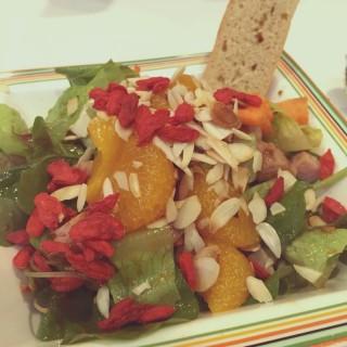 Asian Salad . -  dari Dressed (ปทุมวัน) di ปทุมวัน |Bangkok