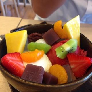 O ichigo milk anmitsu -  dari Kyo Roll En (เคียว โรล เอ็น) (จตุจักร) di จตุจักร |Bangkok