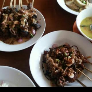 Sate ayam - ในPamulang จากร้านSate Khas Senayan (Pamulang)|Jakarta