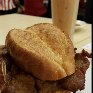 Signature Pork Chop Bun -  Bukit Bintang / 澳門大利來記豬扒包 (Bukit Bintang)|Klang Valley