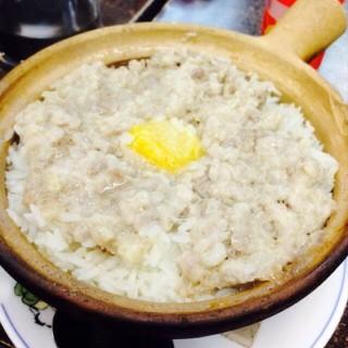 鹹蛋肉餅煲仔飯 -  dari 雲興隆小廚 (牛頭角) di 牛頭角 |Hong Kong
