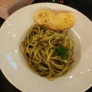 spagehetti hot tuna  - ในSunter จากร้านGlosis (Sunter) Jakarta