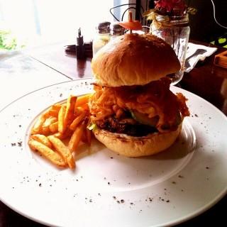 Monster Burger -  dari Beehive (Ir. Haji Juanda (Dago Bawah)) di Ir. Haji Juanda (Dago Bawah) |Bandung
