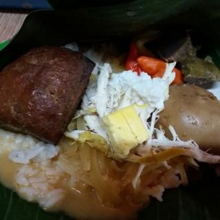 Nasi liwet komplit + tahu bacem - ในKelapa Gading จากร้านNasi Liwet Khas Keprabon Solo Ayam Kampung (Kelapa Gading)|Jakarta