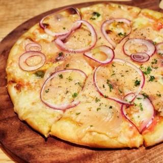 Salmon Pizza - Wolter Monginsidi's Luc Bar And Grill (Wolter Monginsidi)|Jakarta