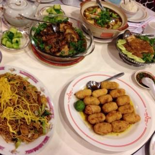 Mie ulang tahun, udang gulung, ayam jahe, sapo tahu, babi hong -  Bandung Tengah / Restoran Queen (Bandung Tengah)|Bandung