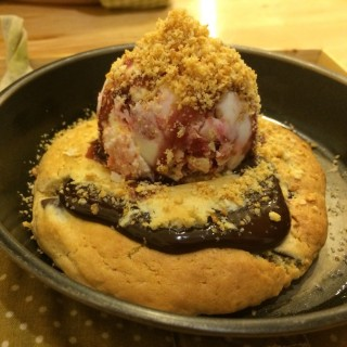 Warm lava cookie with ice cream - Wang Mai's Creamery Boutique Ice-cream (ครีมเมอรี่) (Wang Mai)|Bangkok