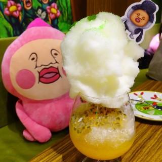 毛毛球棉花糖蘇打(百香果) -  dari 醜比頭的秘密花園輕食咖啡 (大安區) di 大安區 |Taipei