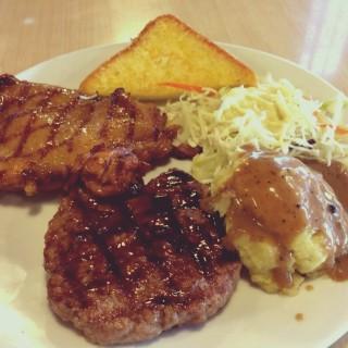 สเต็กไก่สไปซี่กับเนื้อบด - Thung Phaya Thai's Eat Am Are (Thung Phaya Thai)|Bangkok