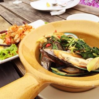 หอยแมลงภู่นิวซีแลนด์อบหม้อดิน - 位于อ.ปากเกร็ด的River Wine (อ.ปากเกร็ด) | 曼谷