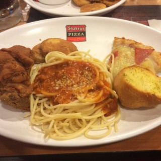 Bunch of lunch -  dari Shakey's (Makati) di Makati |Metro Manila