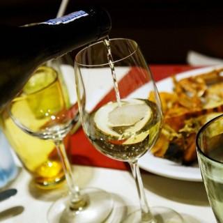 White wine - 位于ถนนพญาไท的Cuisine Unplugged (ถนนพญาไท) | 曼谷