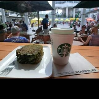green tea cake - 位於東涌的星巴克咖啡 (東涌)   香港