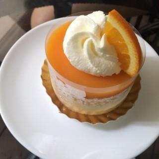 เค้กส้ม -  dari The 66 Cottage (บางนา) di บางนา |Bangkok