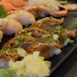 醬燒三文魚腩壽司 - ใน觀塘 จากร้านOtanri Japanese restaurant (觀塘)|ฮ่องกง