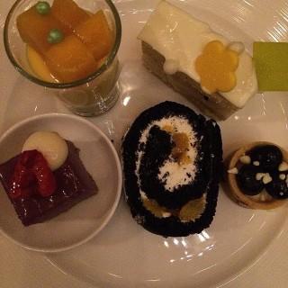 Assorted desserts - 's Yamm (Tsim Sha Tsui)|Hong Kong