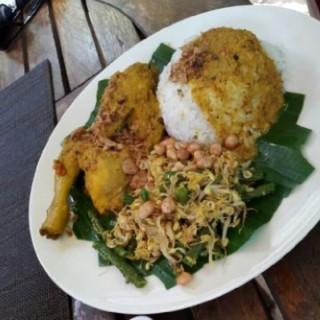 ayam betutu - Tanjung Benoa's Warung Nyoman (Tanjung Benoa)|Bali