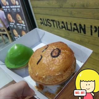 thai green curry chicken pie - ในSerangoon จากร้านPie Face Bakery Cafe (Serangoon) สิงคโปร์
