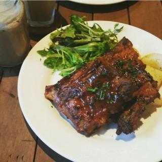 BBQ Pork Ribs -  dari Refuel (Bedok) di Bedok  Singapura