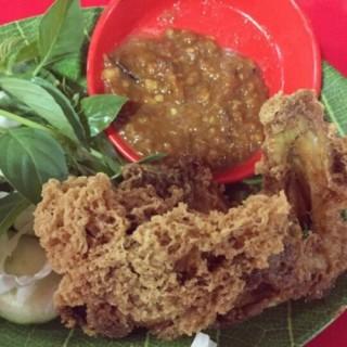 ayam goreng kremes - 位於BSD City的Seafood & Nasi Uduk Pak Jhon 32 (BSD City) | 雅加達