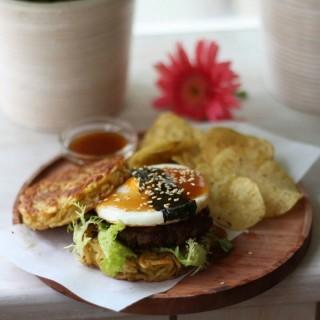 Ramen Burger - 's Three Bears (Pasirkaliki)|Bandung