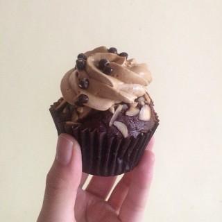 愛爾蘭咖啡cupcake -  dari MGM Patisserie (宋玉生廣場(皇朝)) di  |Macau