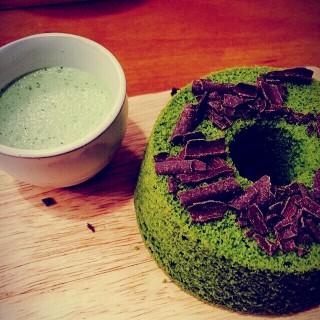 Uji Matcha Chiffon Cake -  dari Communal Table (水坑尾) di 水坑尾 |Macau