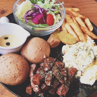 黑胡椒牛肉司康伯蛋 - 位於永康區的Fareda 法利達 Caf'e Food (永康區) | 台南